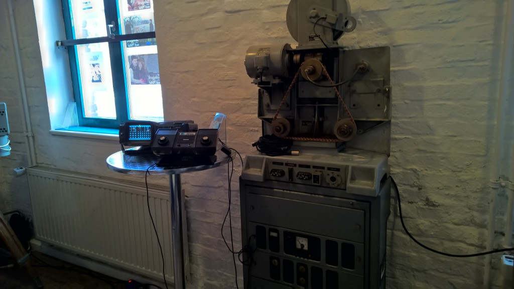 Retro-Geräte wie diese Pong-Konsole wurden durch die im Industriemuseum zur Schau gestellten alten Geräte schön eingerahmt